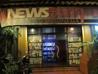 http://www.teluklove.com/2017/04/daya-tarik-objek-wisata-newseum-cafe-di.html