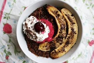 https://be-alice.blogspot.com/2016/07/banana-split-oatmeal-vegan.html