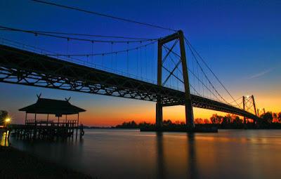 http://www.wisatakalimantan.com/2016/06/jembatan-kebanggaan-kal-sel-jembatan.html