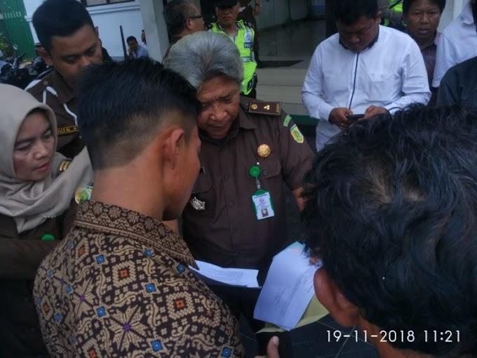 """Kejaksaan Cianjur di demo """" Masyarakat """" harapkan segera periksa kades Mekarlaksana"""