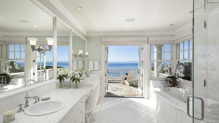 Ellelauri beach house decor for Beach house bathroom ideas