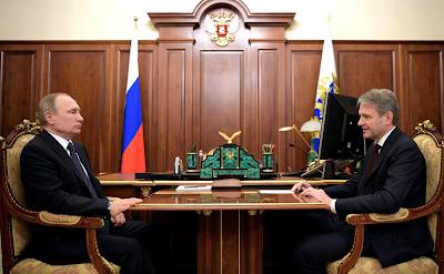 Vladimir Putin with Agriculture Minister Alexander Tkachev.