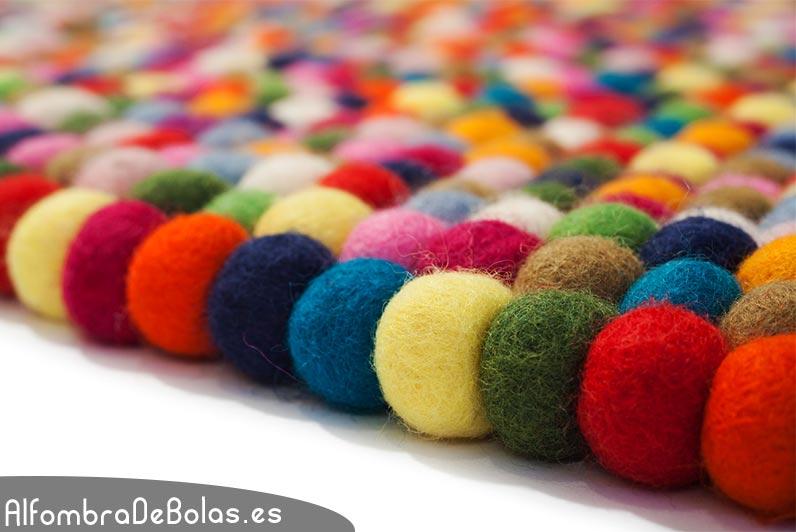 Deconi os rainbow decor con alfombras de bolas ministry for Alfombra colores