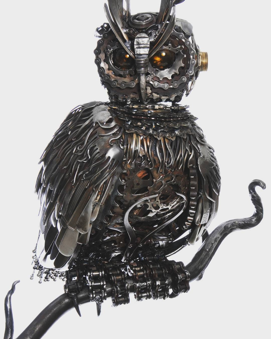 02-Eagle-Owl-Alan-Williams-Animals-Sculptured-with-Recycled-and-Upcycled-Metal-www-designstack-co