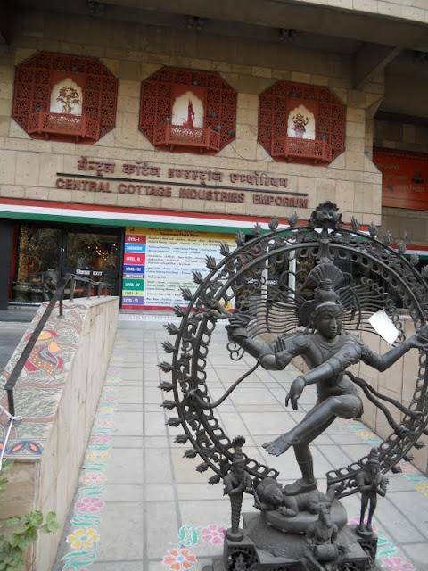 Delhi in 3 days: Visit Cottage Industries Emporium
