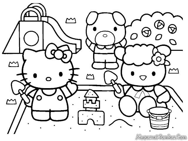 Hello Kitty Bermain Dengan Pasir Dipantai