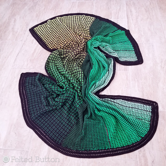Window to the Whirl Blanket (free crochet pattern) made with Scheepjes Whirl and Whirlette