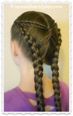 Cute hairstyle idea, the hourglass braid