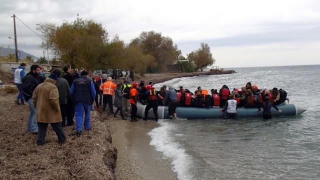 Κυκλώματα διακίνησης μεταναστών αυξάνουν τον αριθμό όσων φτάνουν στα νησιά του βορείου Αιγαίου