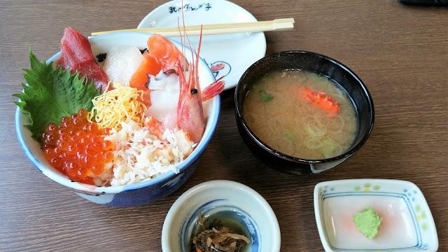 北海道 北のグルメ亭札幌店にて海鮮丼