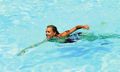 bơi để giải nhiệt mùa hè nóng bức