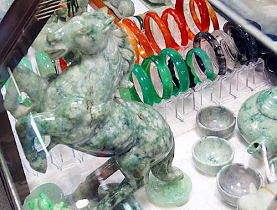 jade horse with white an green colors