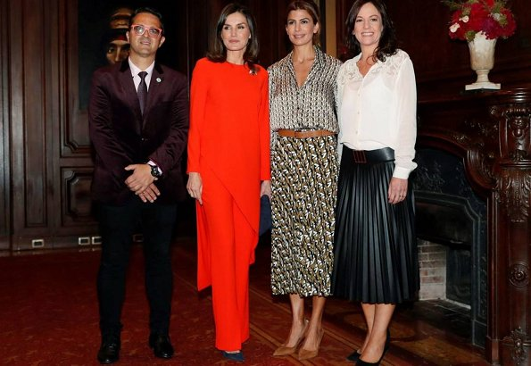 Queen Letizia wore Zara top and trousers. Juliana Awada is wearing Zara skirt and blouse