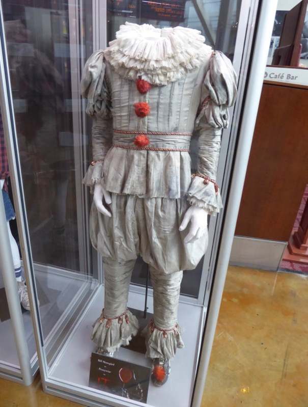Bill Skarsgård Pennywise clown costume IT movie