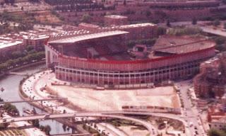 Estadio Vivente Calderón en los años 90. Vista aérea con el río Manzanares.