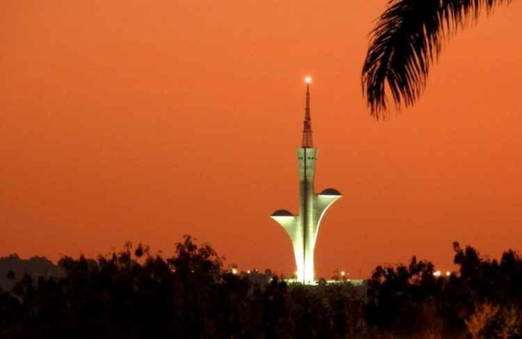 b3280f0c2 A Torre Digital, localizada em um dos pontos mais altos do Distrito  Federal, proporciona ao brasiliense uma vista panorâmica de um pôr do sol  fantástico.