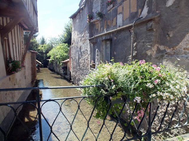 canales bonitos de Provins en Francia