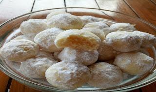 https://rahasia-dapurkita.blogspot.com/2017/11/resep-membuat-cookies-putri-salju-yang.html