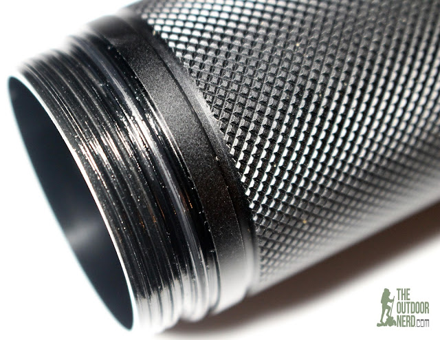 Lumintop SD4A [4xAA LED Flashlight] - Closeup of Threads