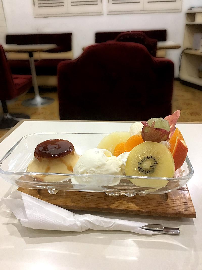 JR小岩駅より南へ4・5分ほどにある純喫茶『珈琲レモン』のプリンアラモード