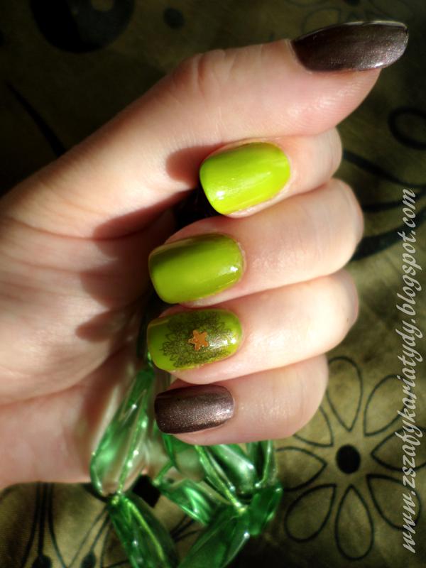 Pistacjowy manicure i metaliczna mandala