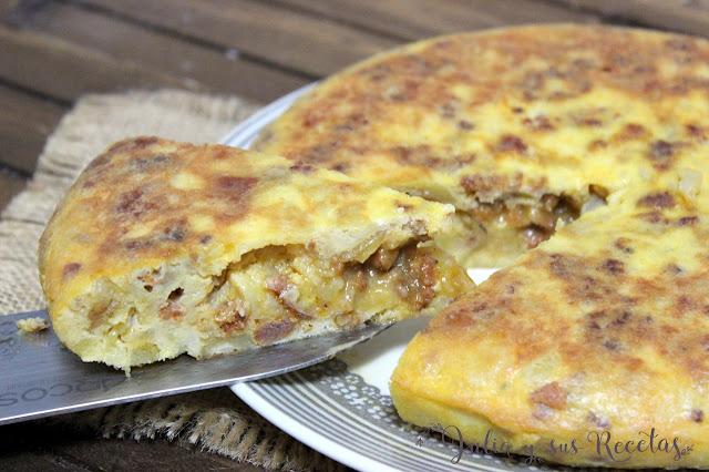 Tortilla de patatas con masa de chorizo. Julia y sus recetas