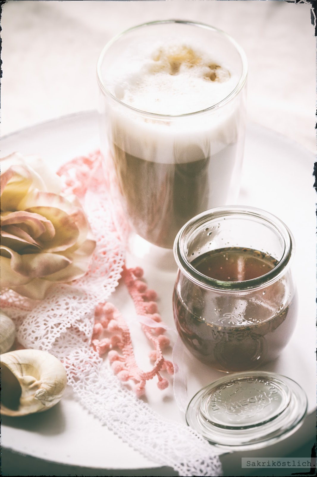 sakrik stlich latte macchiato mit chai sirup. Black Bedroom Furniture Sets. Home Design Ideas