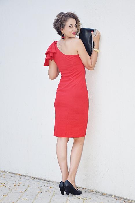 Outfit_vestido_rojo_corto_asimetrico_3