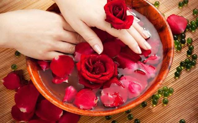 tips kecantikan dengan air bunga mawar