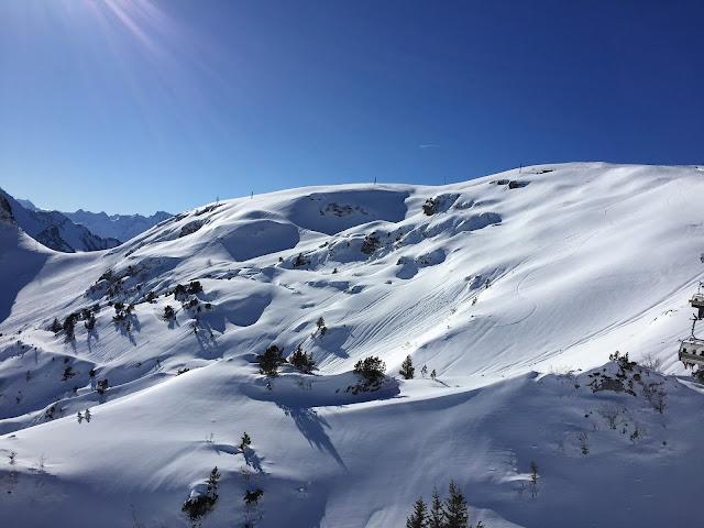 Aussicht in die Berge im Stoos