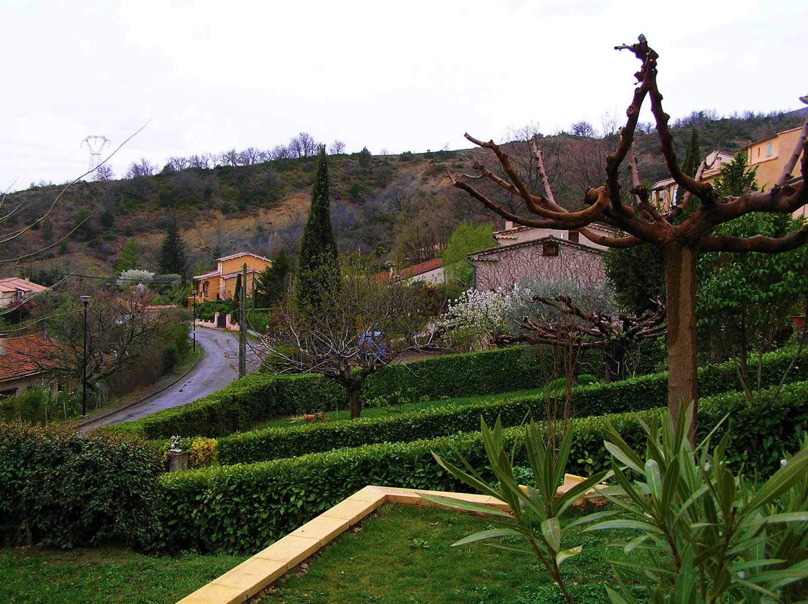 Vendu villa a peipin sisteron sud 04200 environnement de for Jardin 04200