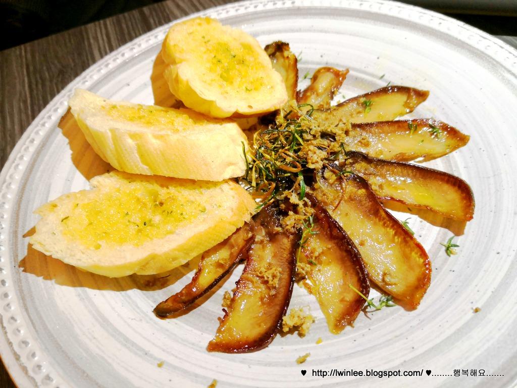 Knowhere Bangsar Bar Jalan Maarof Carpe Diem By Lwin Lee Wedges Cream Hitam Sn211 B Finely Sliced House Pickled Beef Tongue Spinach And Onion Chili Jam Tartine