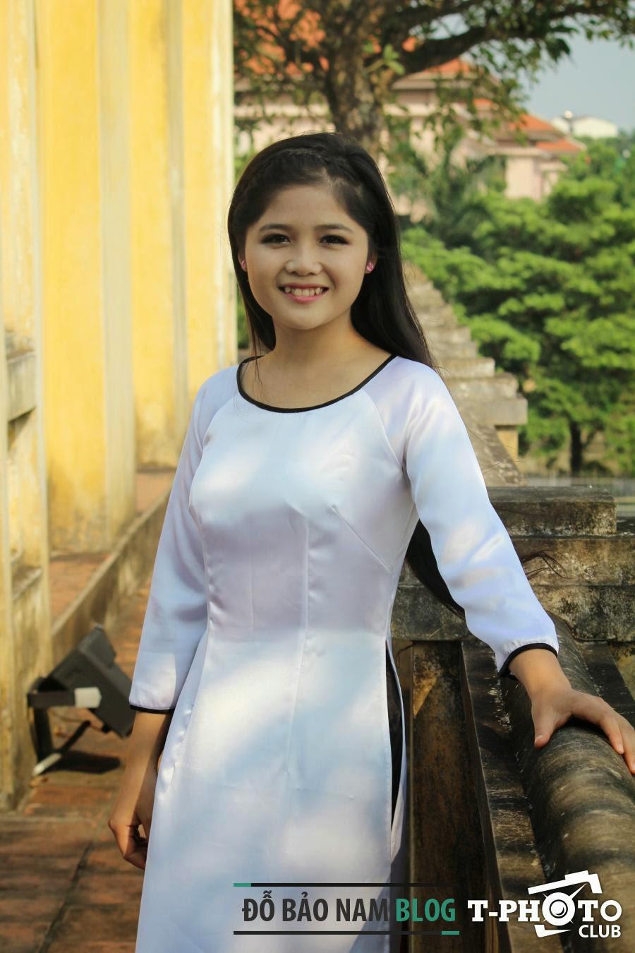 Nữ sinh duyên dáng áo dài Việt Nam