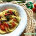 Spaghetti con peperoni, zucchine, fave fresche, pomodorini e basilico