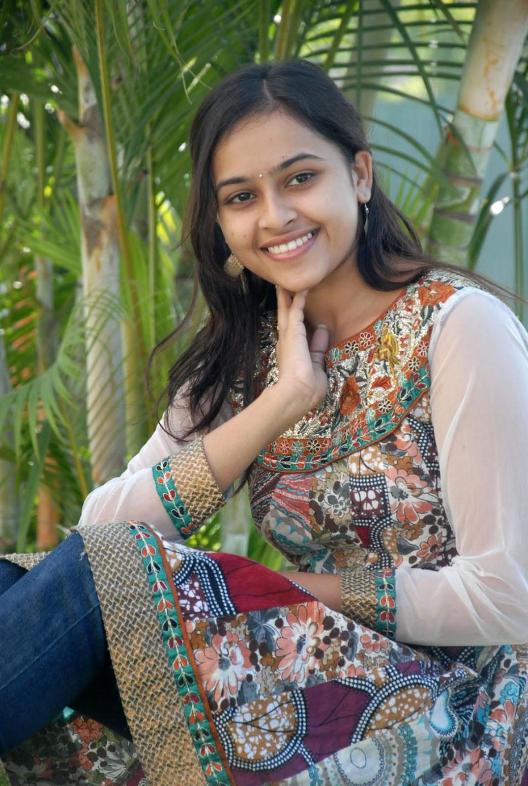 Tamil Actress Hd Wallpapers Actress Sri Divya Photos At -8690