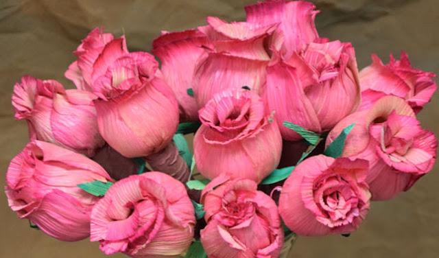 Membuat Bunga Mawar dari Kulit Jagung