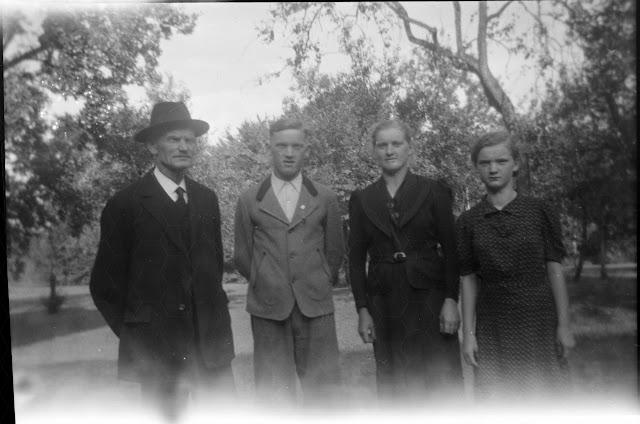 Familie im Garten - 1930-1950