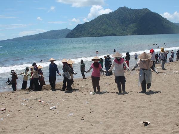 Wisata Kampung Nelayan di Pantai Sidem Tulungagung