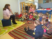 No mês de dezembro as turmas do pré-escolar, começaram a visitar a nossa biblioteca todas as sextas-feiras acompanhadas das respectivas Educadoras, as mesmas contam uma história às crianças e no final fazem a requisição do seu livro favorito, para levar para casa.