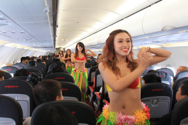 Aerolínea Vietnam ofrece servicios con azafatas en bikini
