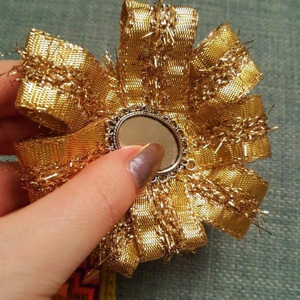 placing silver frame on gold rosette rim