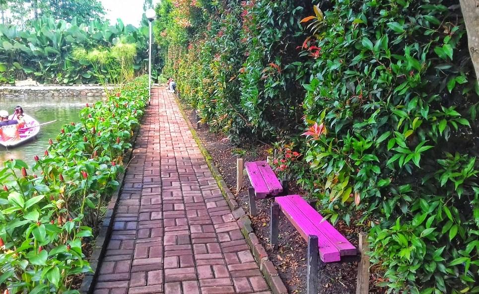 Panduan Liburan Ke Wisata Kampung Tulip Pasir Pogor Ciwastra
