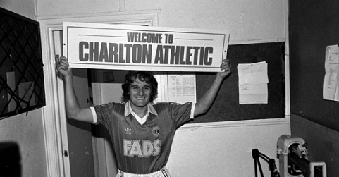 Thế nên, Simonsen đã từ chối Barcelona, Real Madrid để gia nhập Charlton, một CLB đang đá hạng Nhì