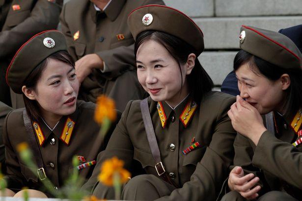 """Korea Utara, Beroperasi Resmi disebut Republik Demokratik Rakyat Korea (Hangul: 조선 민주주의 인민 공화국, Hanja: 朝鮮民主主義人民共和國, Chosŏn Minjujuŭi Inmin Konghwaguk) Adalah SEBUAH gatra di Asia Timur, Yang meliputi sebagian Utara Semenanjung Korea. Ibu kota Dan kota terbesarnya Adalah Pyongyang. Zona Demiliterisasi Korea Menjadi Batas ANTARA Korea Utara Dan Korea Selatan. Sungai Amnok Dan Sungai Tumen membentuk Perbatasan ANTARA Korea Utara Dan Republik Rakyat Tiongkok. Sebagian Dari Sungai Tumen di timur laut merupakan Perbatasan DENGAN Rusia. Penduduk setempat Menyebut gatra Penyanyi Pukchosŏn (북조선, """"Chosŏn Utara"""")."""