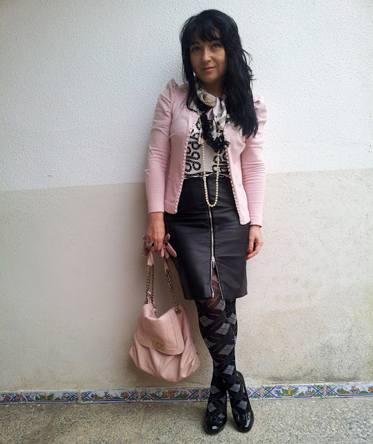 Pink_black_and_white