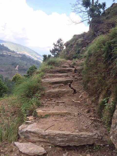 Yangri paths damaged by earthquake
