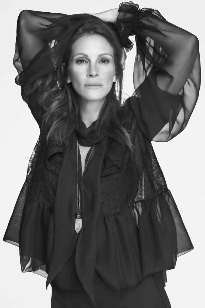 66c943e14e405 Julia Roberts, Givenchy İlkbahar/Yaz 2015 reklam kampanyasının yeni yüzü  oldu! Ricardo Tisci, Julia'nın güçlü bir ruha sahip kadın görünüşü olduğunu  WWD'ye ...