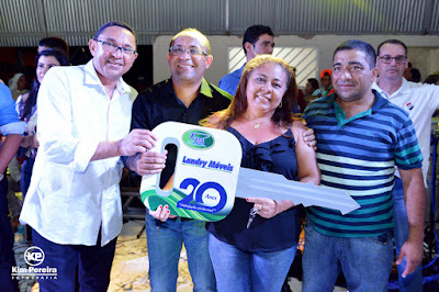 Show dos 20 Anos da Landry Móveis atrai multidão em Chapadinha