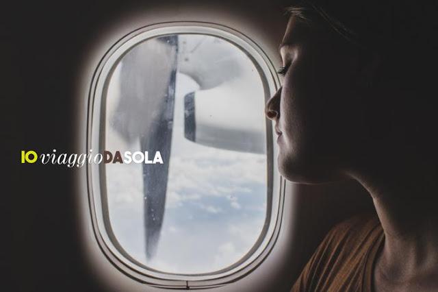 #ioviaggiodasola: 7 libri che parlano di donne in viaggio - Donna in aereo