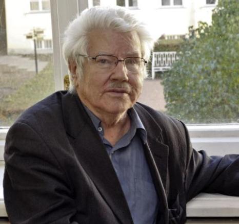 russian journalist attacked by putin thug dies